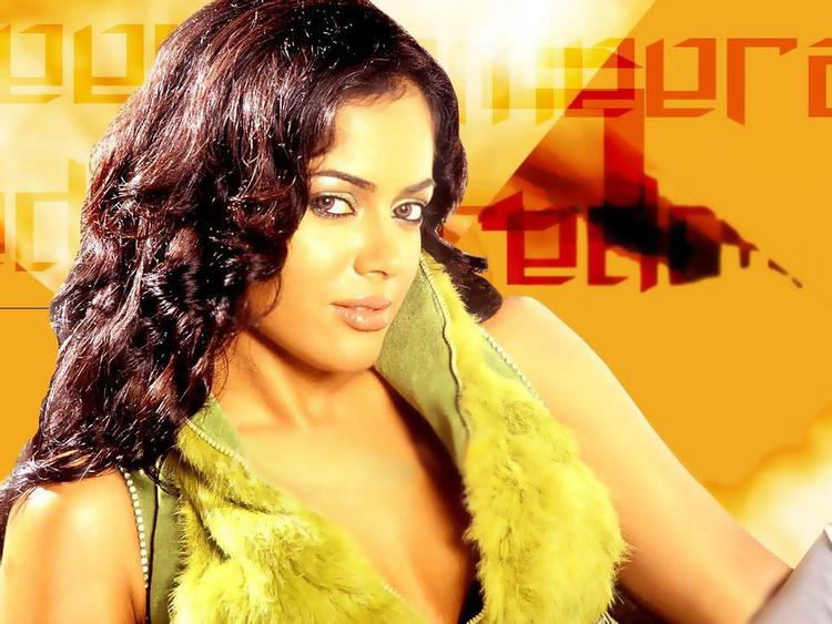 Sameera Reddy Sexy Look Wallpaper