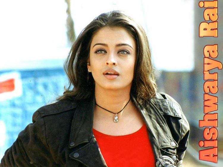 Aishwarya Rai Bachchan Cute Stunning Face Wallpaper