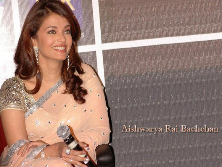 Aishwarya Rai Gorgeous Smile Pic