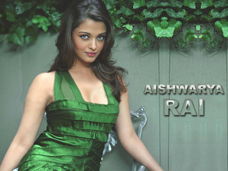 Aishwarya Rai Green Dress Sexy Wallpaper