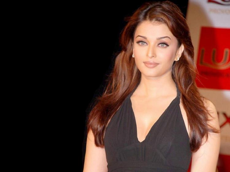 Aishwarya Rai Looking So Gorgeous