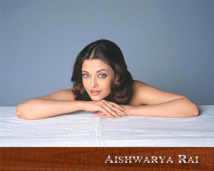 Aishwarya Rai Nice Look Hot Wallpaper