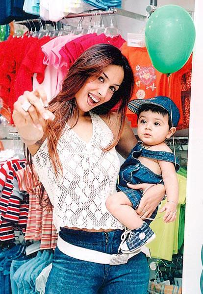 Malaika Arora Cute Pose With Son