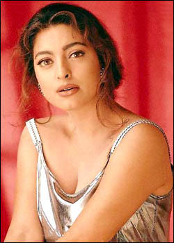 Juhi Chawla Romantic Look Wallpaper