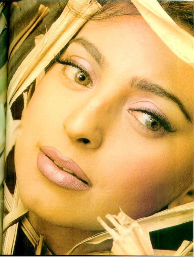 Juhi Chawla Sexy Eyes Look Wallpaper