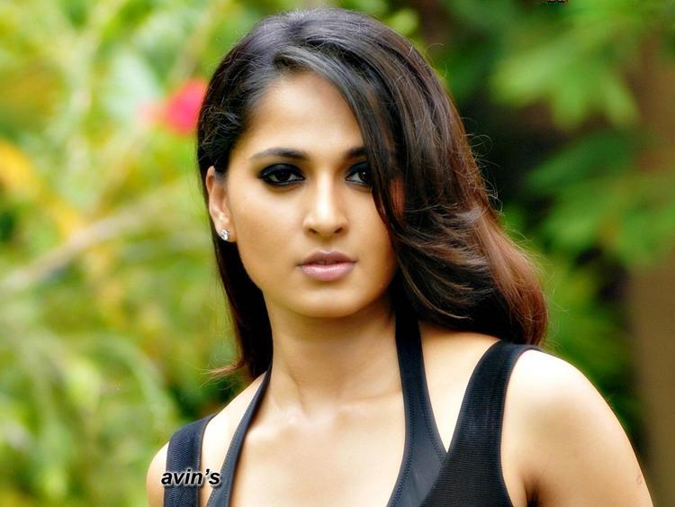 Anushka Shetty Romancing Face Look Wallpaper