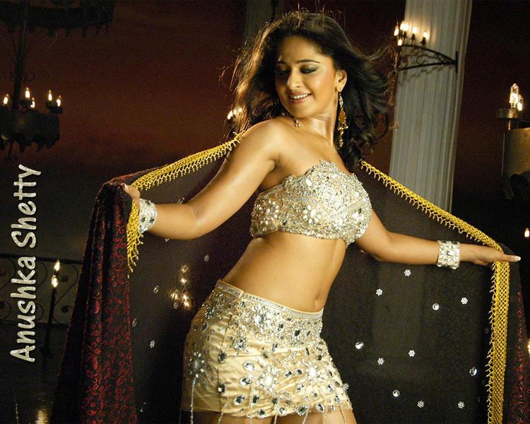 Anushka Shetty Sexy Dance Pose Wallpaper