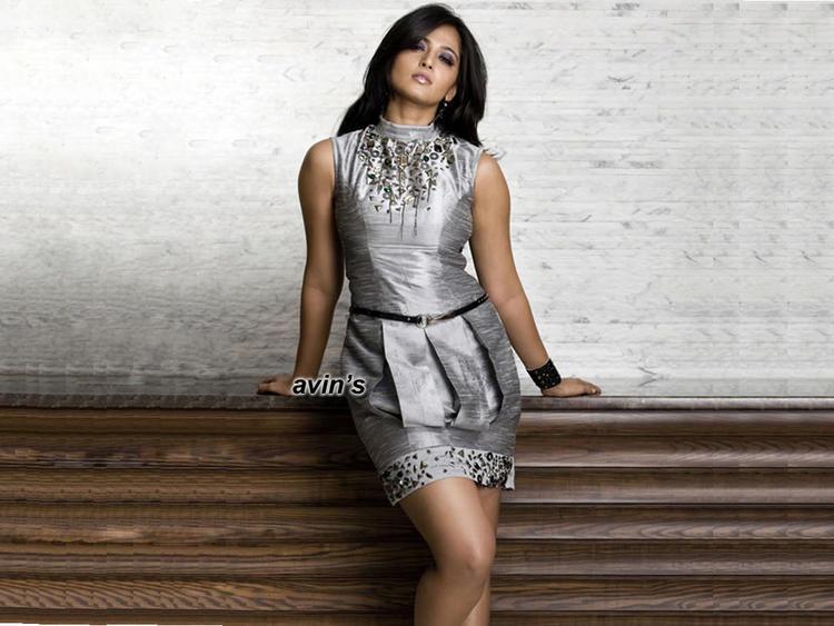 Anushka Shetty Sexy Look Wallpaper