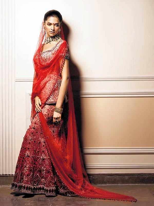 Deepika Padukone Beautiful Dress Still
