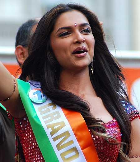 Deepika Padukone Cute Face Photo