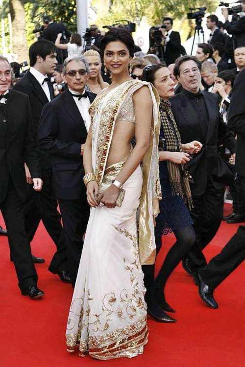 Deepika Padukone Latest Still On Red Carpet