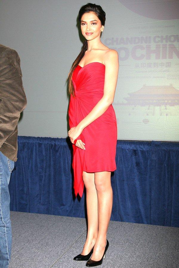 Deepika Padukone Sexy Beauty Still