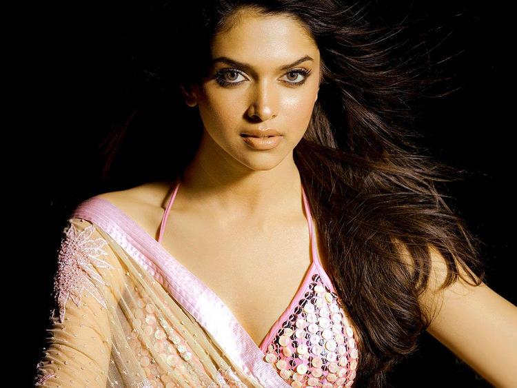 Deepika Padukone Sizzling Hot Sexy Look