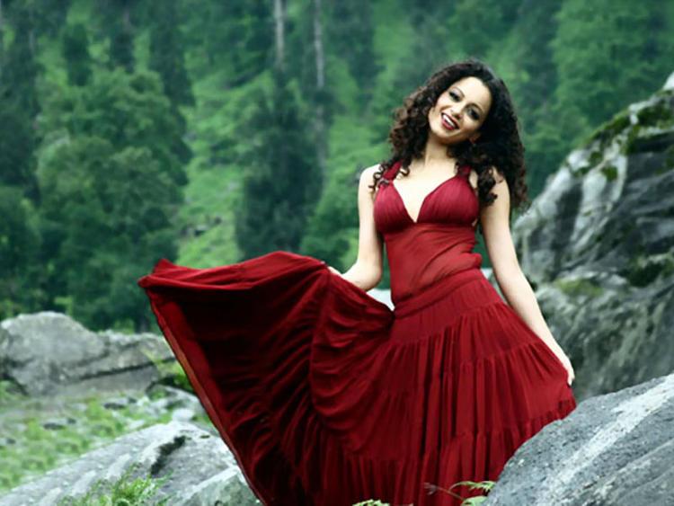 Kangana Ranaut Looking Very Beautiful In This Dress