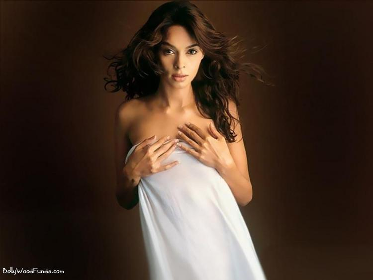 Mallika Sherawat Without Dress Photo Shoot