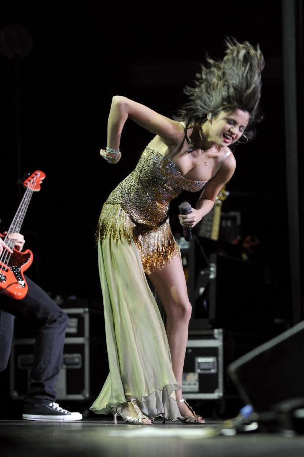 Selena Gomez Rock On Performance at the Molson Canadian Amphitheatre