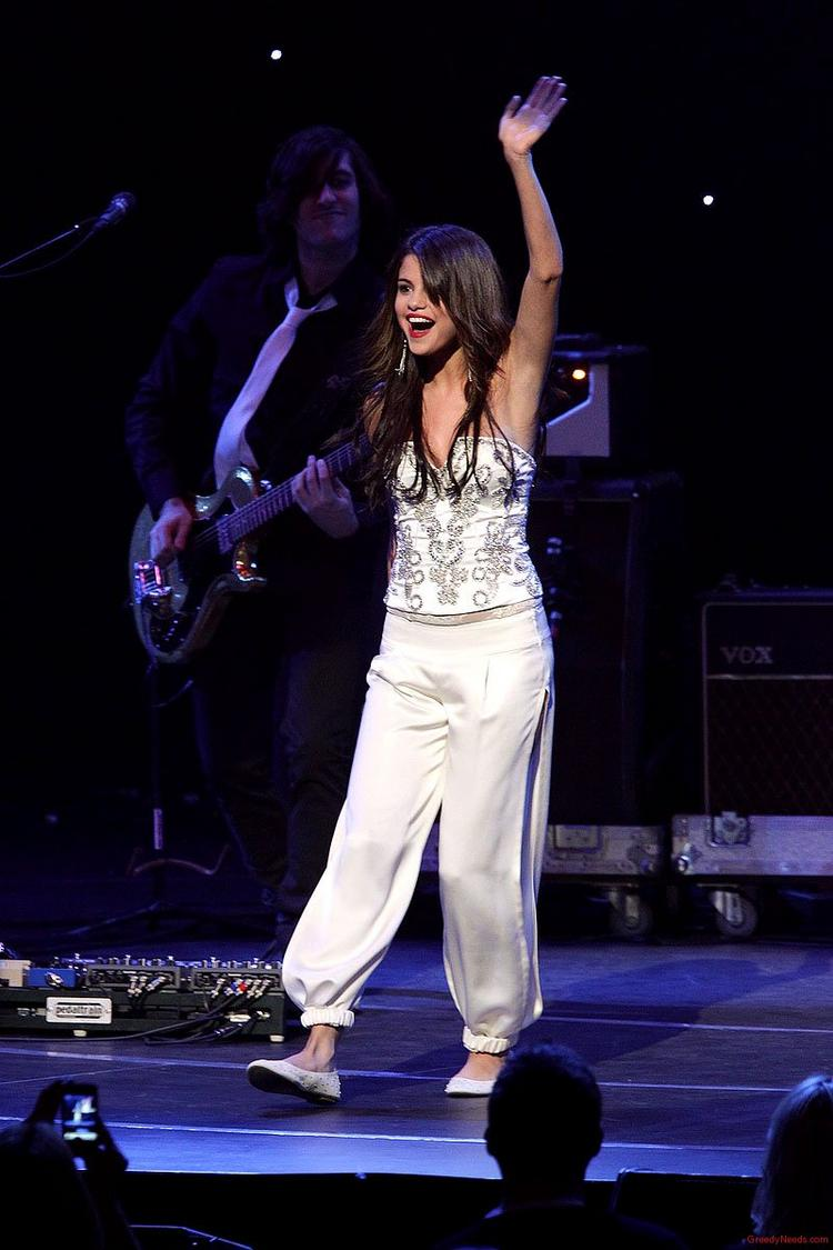 Selena Gomez Stage Performance Still