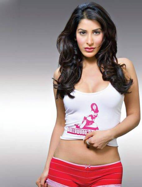 Hot Babe Sophie Chaudhary Latest Stills