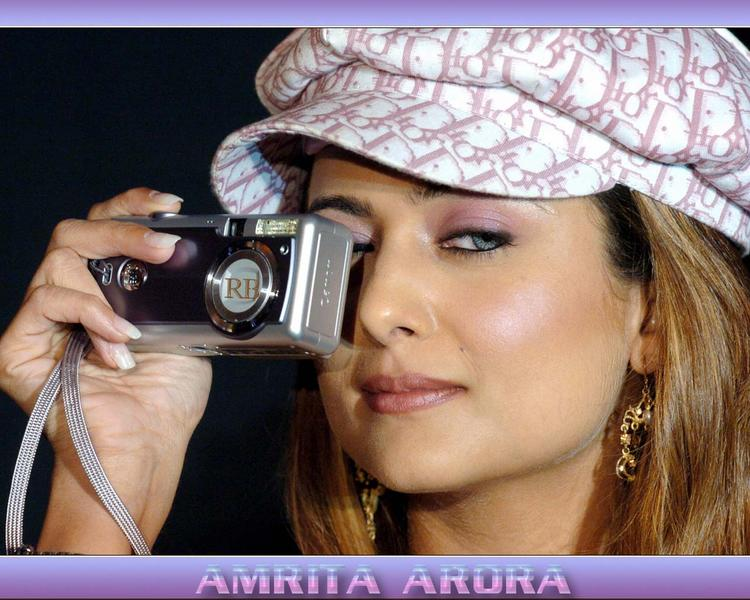 Amrita Arora Cute Face Wallpaper