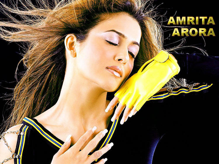 Amrita Arora Latest Romancing Wallpaper