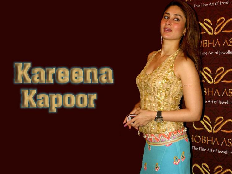 Bubbly Beauty Kareena Kapoor Wallpaper