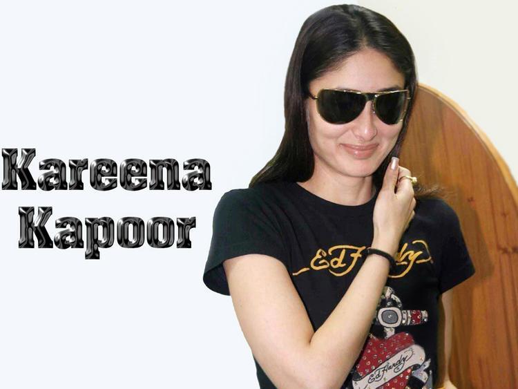 Kareena Kapoor Cute Smile Face Wallpaper