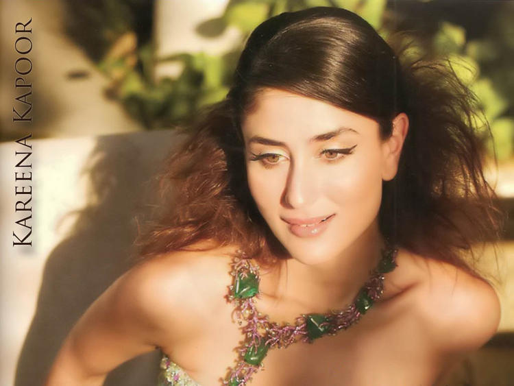 Kareena Kapoor Sexy Face Stunning Wallpaper