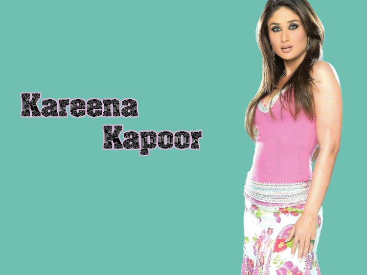 Stunning Babe Kareena Kapoor Wallpaper