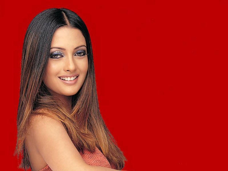 Riya Sen Beauty Smile Wallpaper