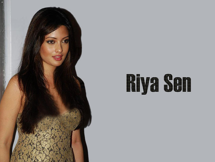 Riya Sen Glamour Wallpaper