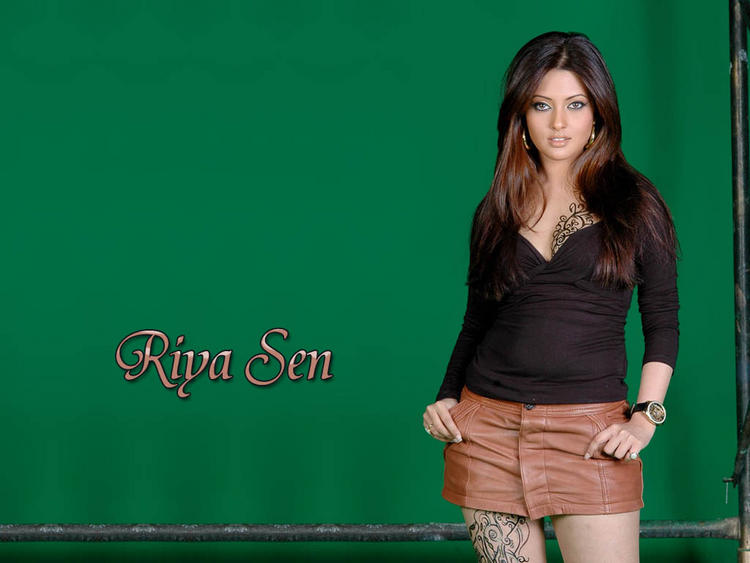 Riya Sen Green Background Mini Dress Wallpaper