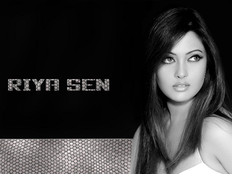 Riya Sen Nice Look Wallpaper