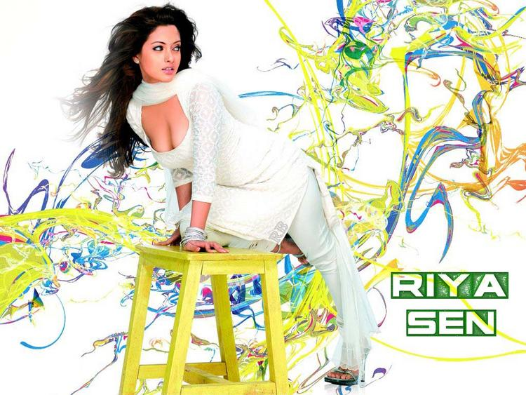 Riya Sen Sexy Cleavages Show Wallpaper