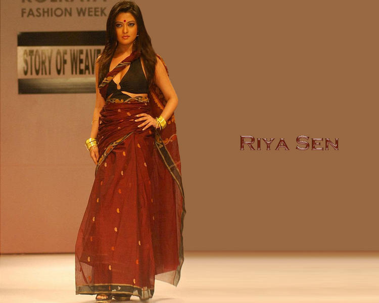 Riya Sen Sexy Saree Wallpaper