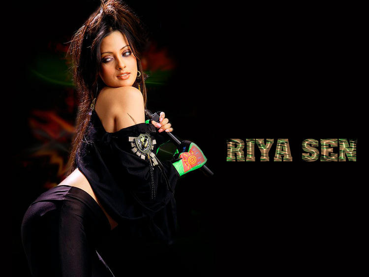 Riya Sen Spicy Wallpaper