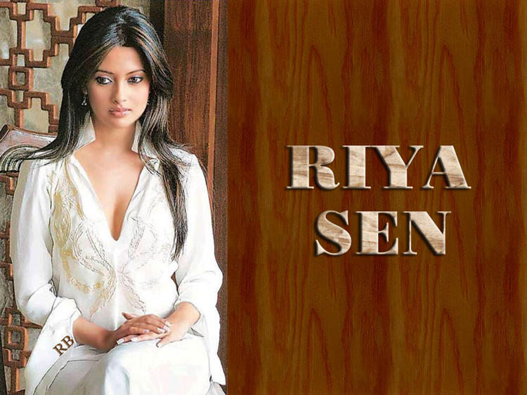 Stunning Beauty Riya Sen Wallpaper