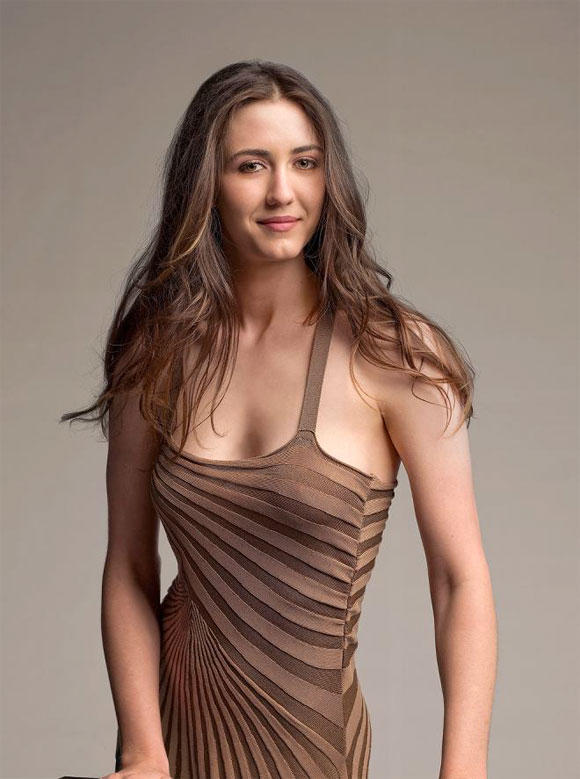 Madeline Zima Sexy Dressing Pic