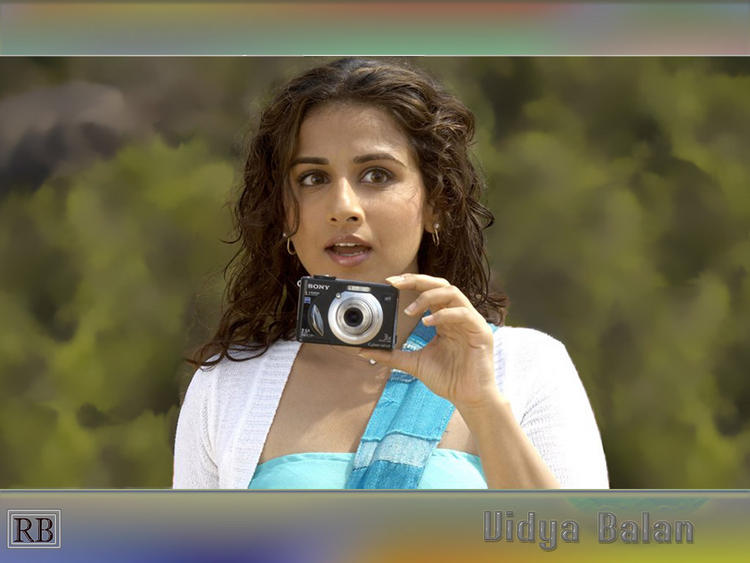 Vidya Balan Cute Still With Camera