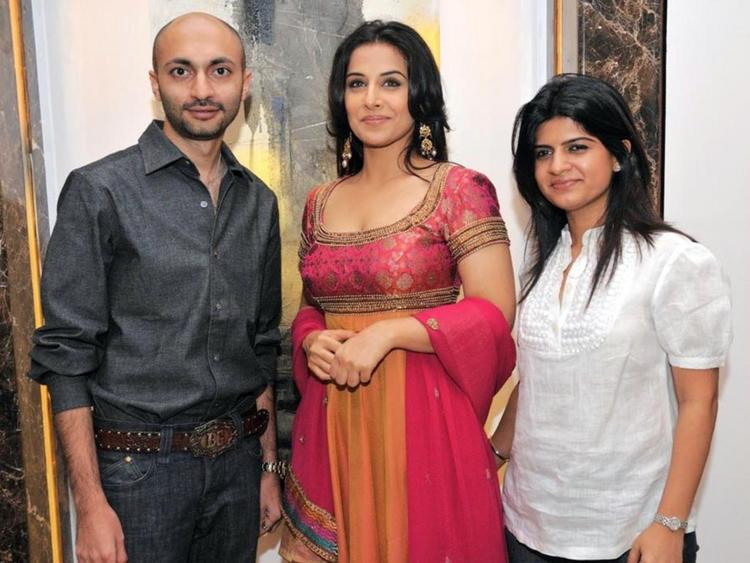 Vidya Balan Poses To Photo Shoot