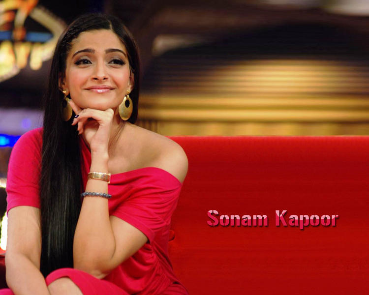 Sonam Kapoor Cute and Sweet Looking Wallpaper