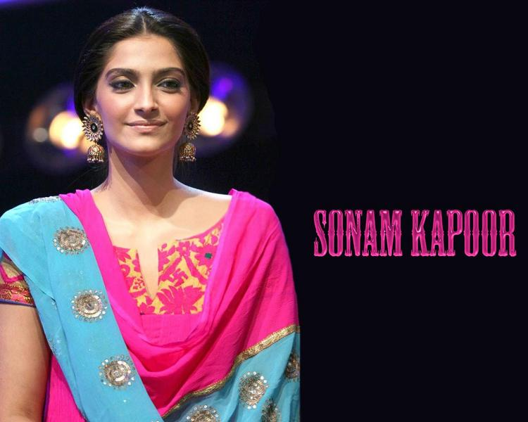 Sonam Kapoor Nice Looking Wallpaper