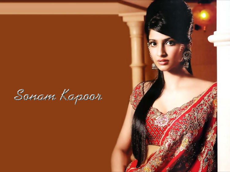 Sonam Kapoor Red Gorgeous Saree Wallpaper