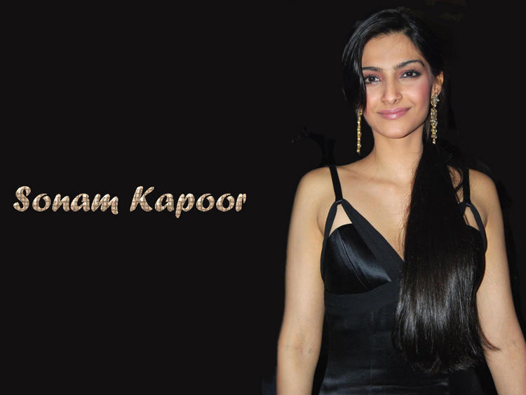 Sonam Kapoor Sweet Looking Wallpaper