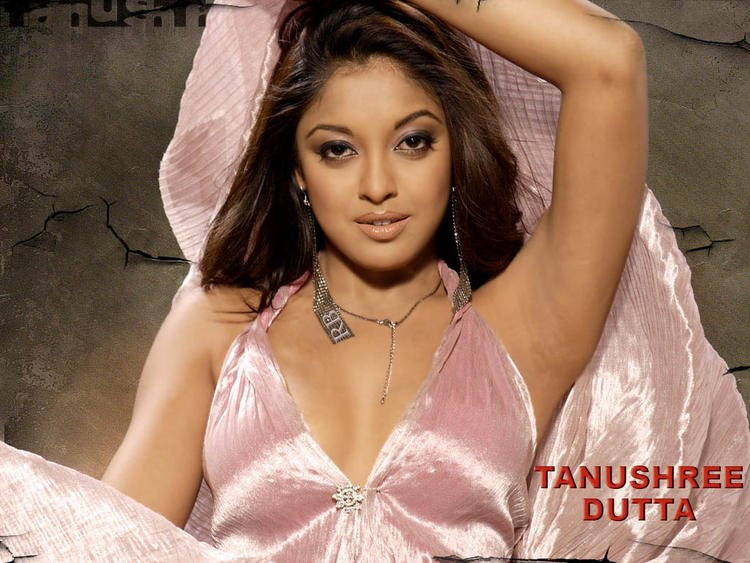 Tanushree Dutta Romantic Look Wallpaper