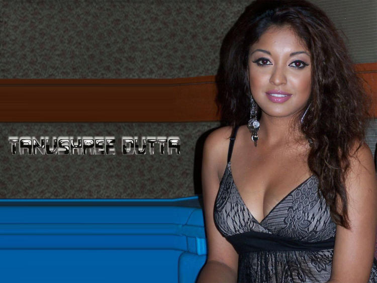 Tanushree Dutta Sexy Cleavages Wallpaper