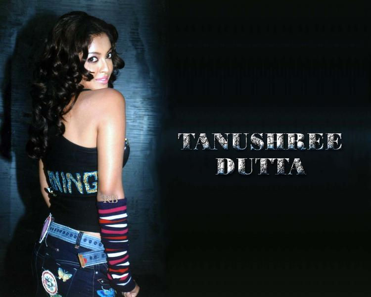 Tanushree Dutta Sexy Look Wallpaper