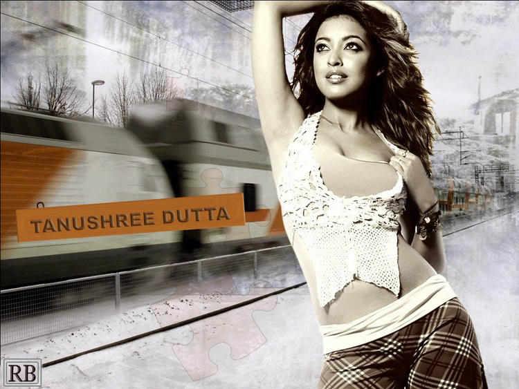 Tanushree Dutta Spicy Pose Wallpaper