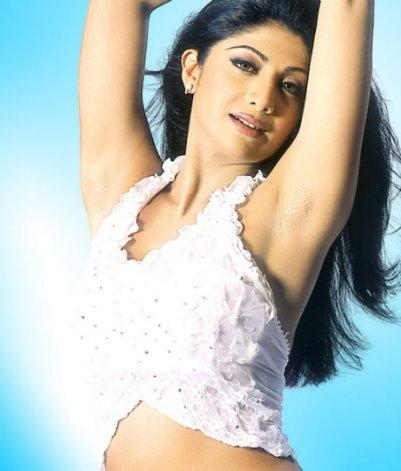 Shilpa Shetty Latest Romancing Photo
