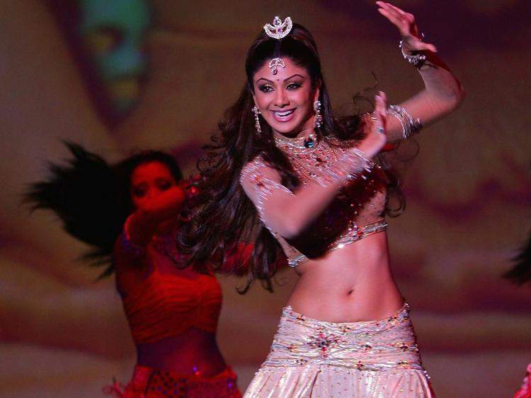 Shilpa Shetty Sexy Dance Still