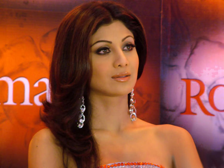 Shilpa Shetty Sizzling Hot Sexy Look